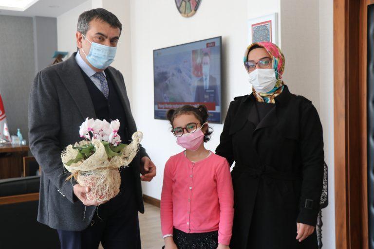 Rektör Prof. Dr. Yusuf Tekin, minik Elif'in hayalini gerçekleştirdi